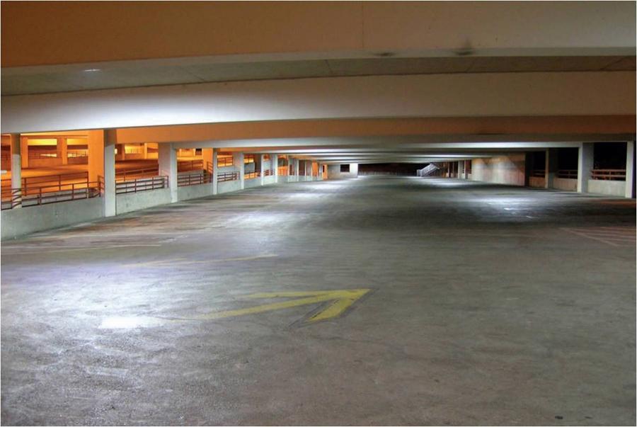 parking con iluminación LED