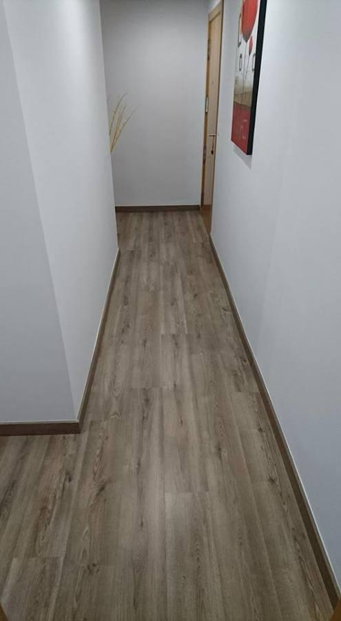 Foto suelo laminado de chriscat obres s l l 1246574 for Suelo laminado sevilla
