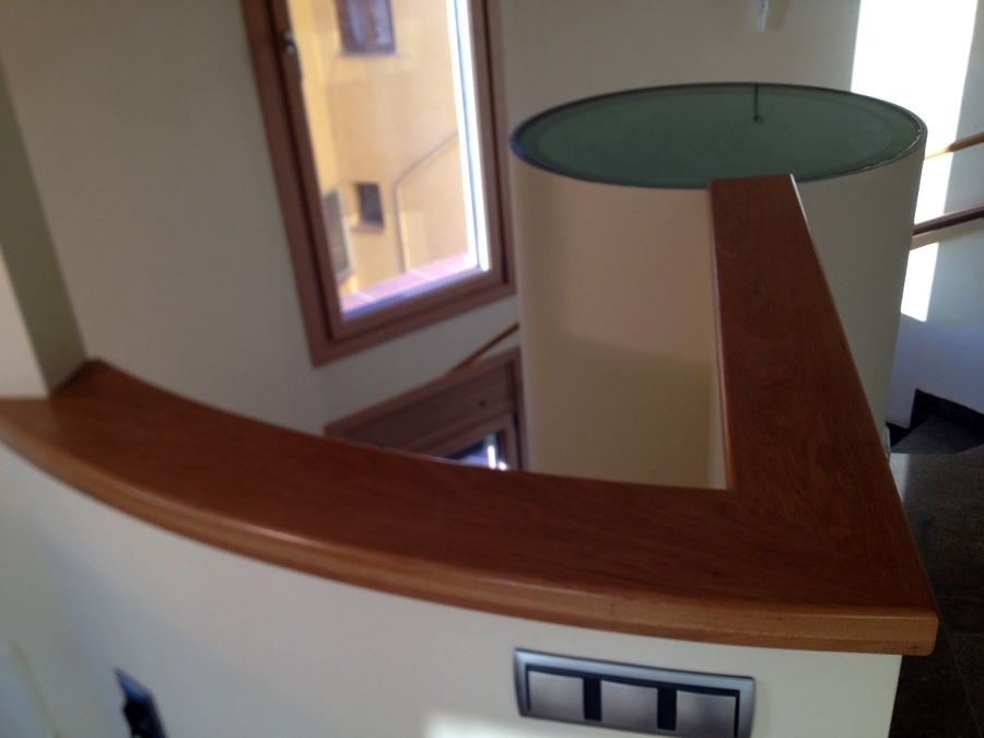 Foto pasamanos plano de roble de javier latorre - Pasamanos de madera modernos ...