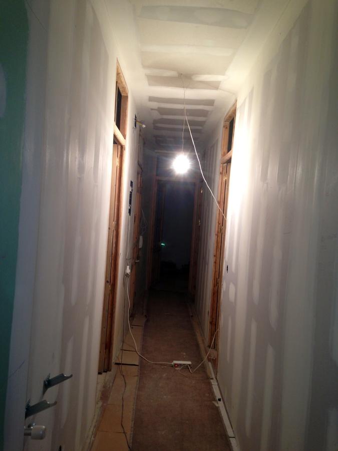 Foto pasillo con tabiqueria y techo en pladur de indeplac - Bajar techos con pladur ...