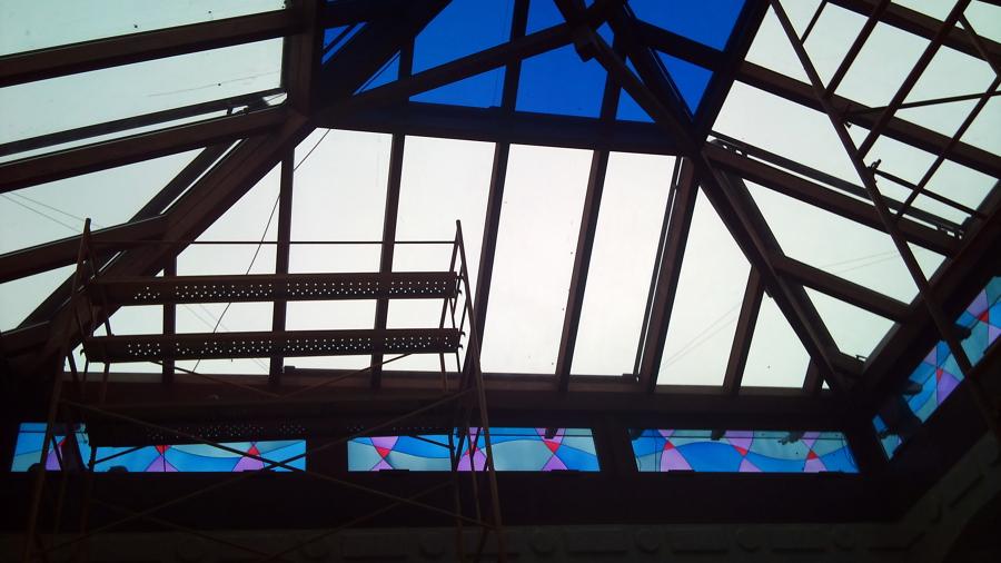 Foto patio de luces cerrado en vidrio de refordomus for Patio de luces normativa