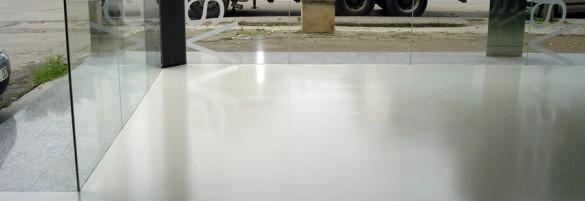 Pavimentacion con micro cemento en local comercial.
