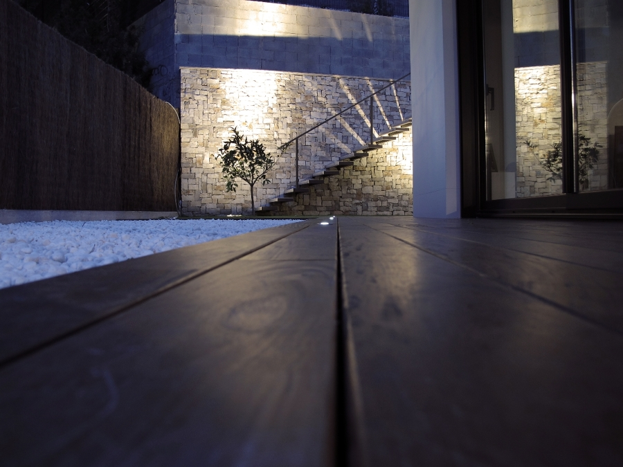 Foto pavimento de lamas de madera tratada de sans - Sans arquitectes ...