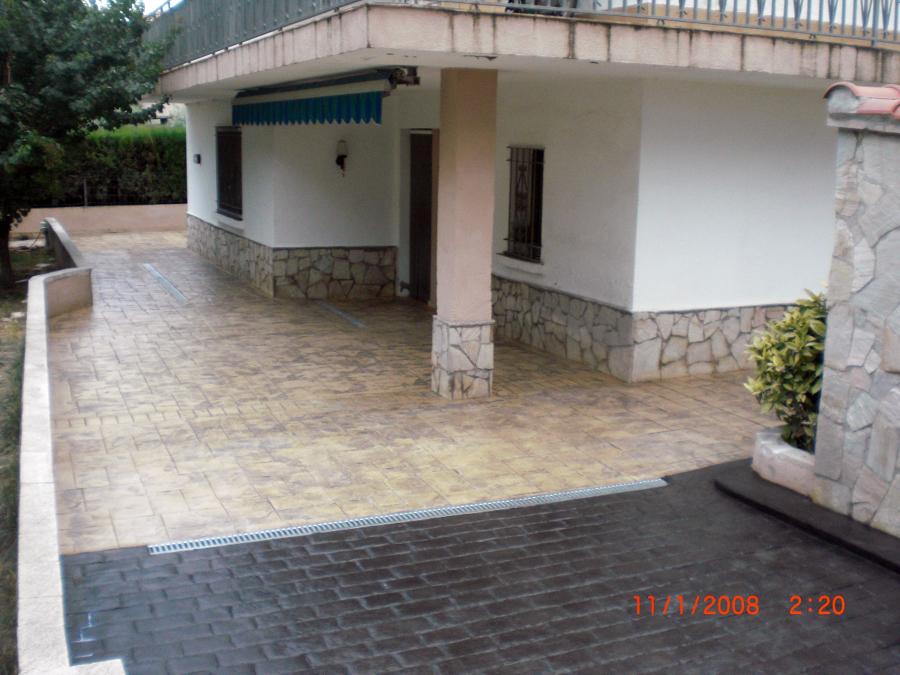 pavimento impreso con adoquin recto y piedra silleria envejecida