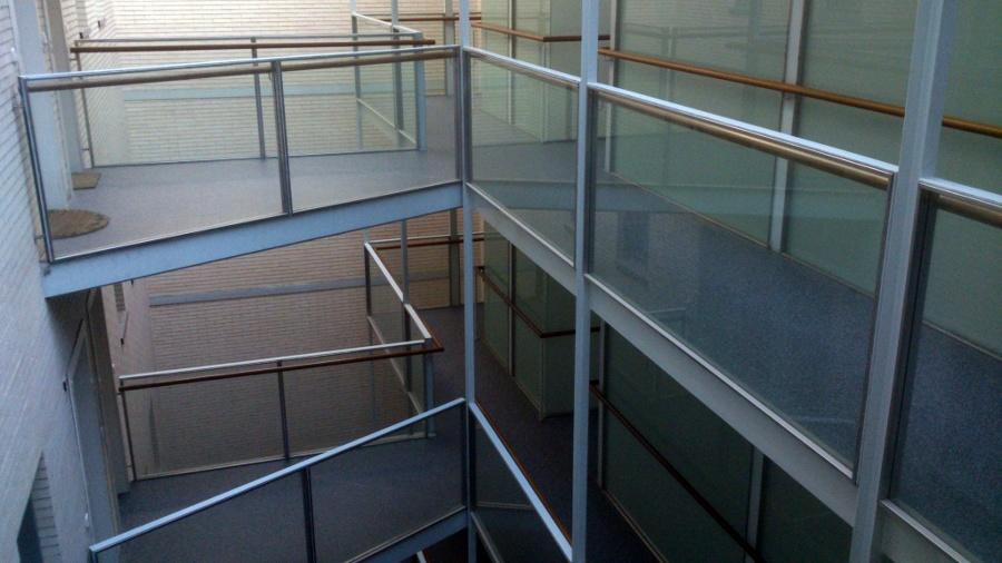 Foto pavimento lin leo rellanos escalera vecinos de - Pavimento de linoleo ...