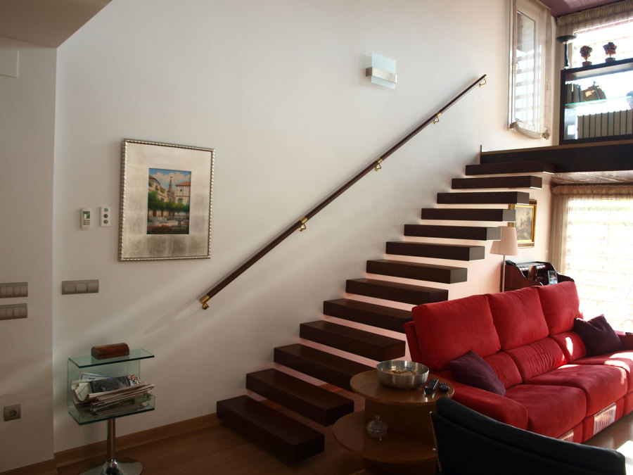 Escalera de madera entreplanta