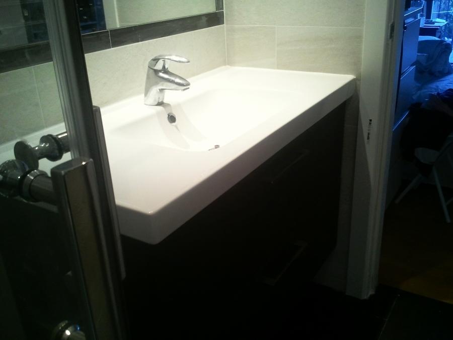 pequeño baño bien organizado