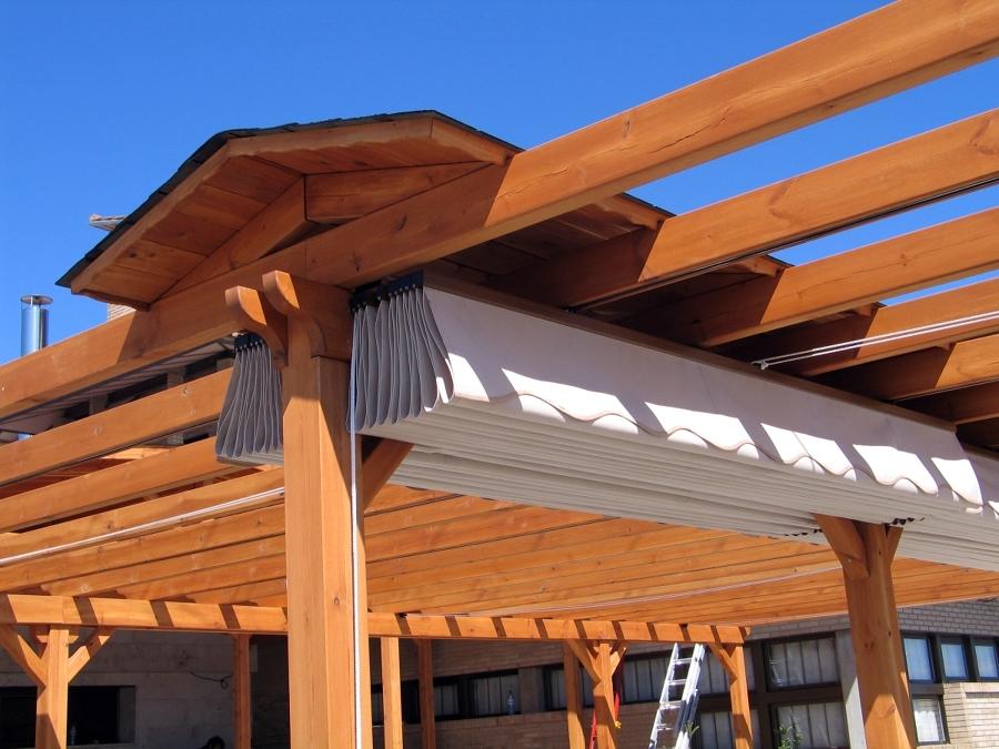 Foto p rgola con doble toldo y tejadillo central de - Pergola con toldo ...
