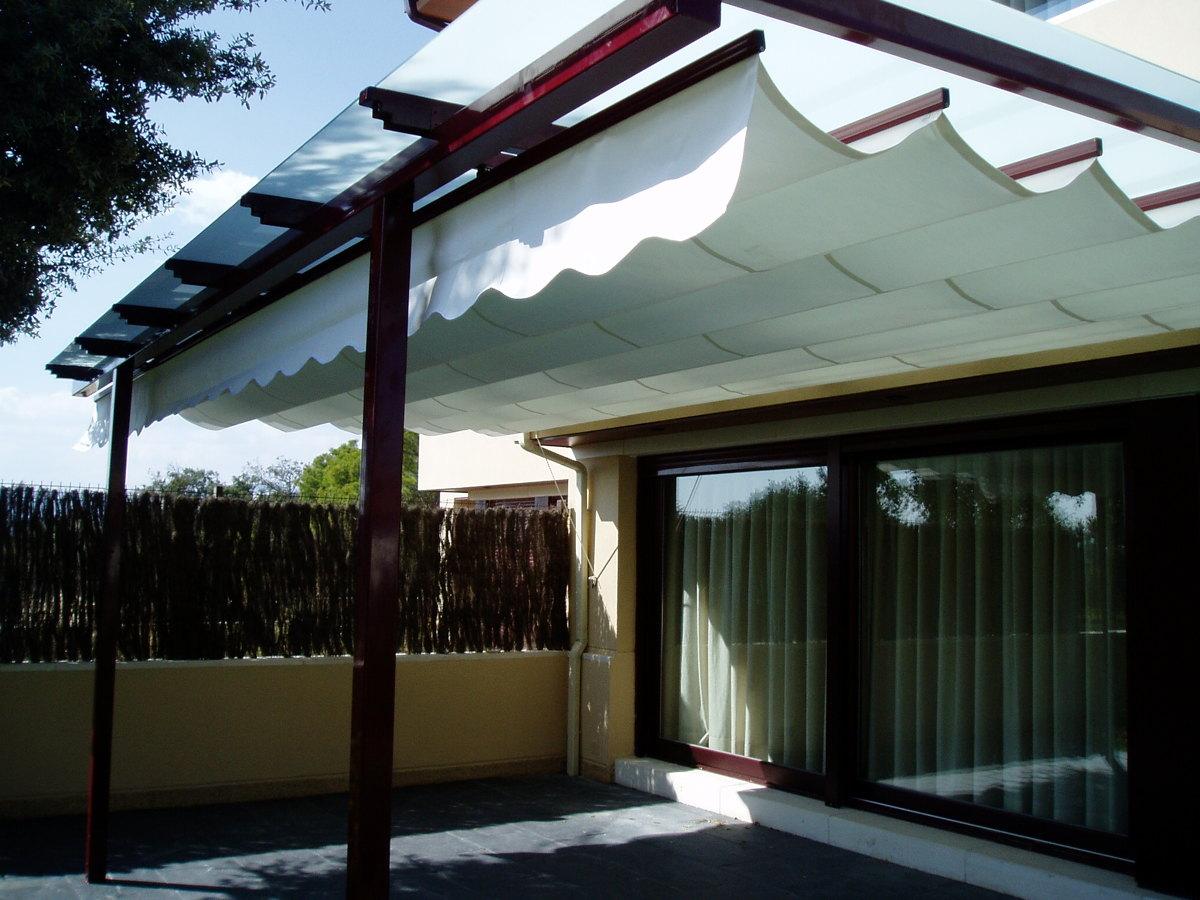 Foto pergola con techo de cristal de montajes aluminio ms for Terrazas metalicas