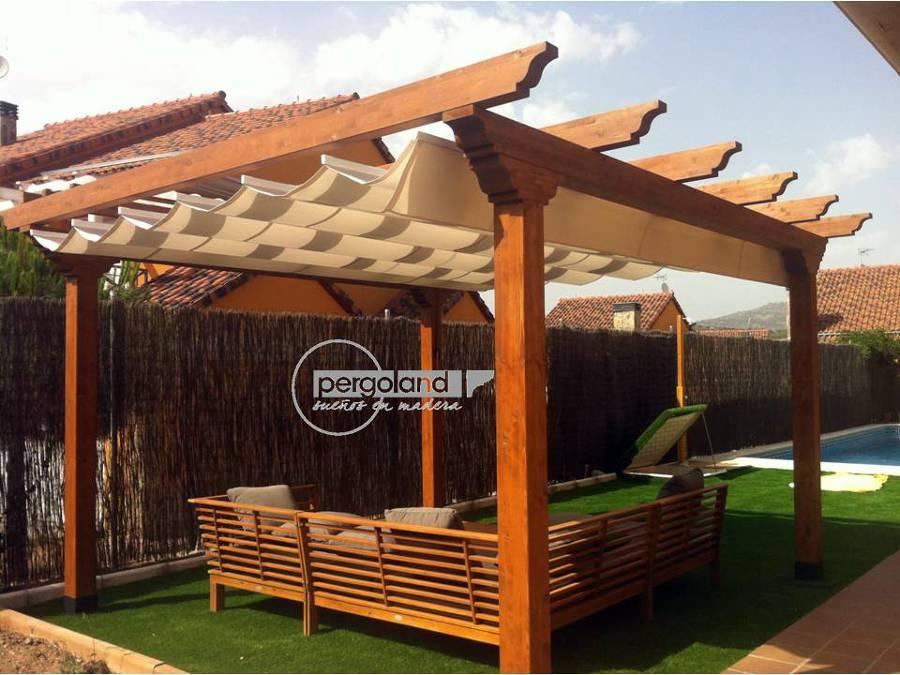 Foto pergola de madera con toldo de pergoland s l for Toldos madera para terrazas