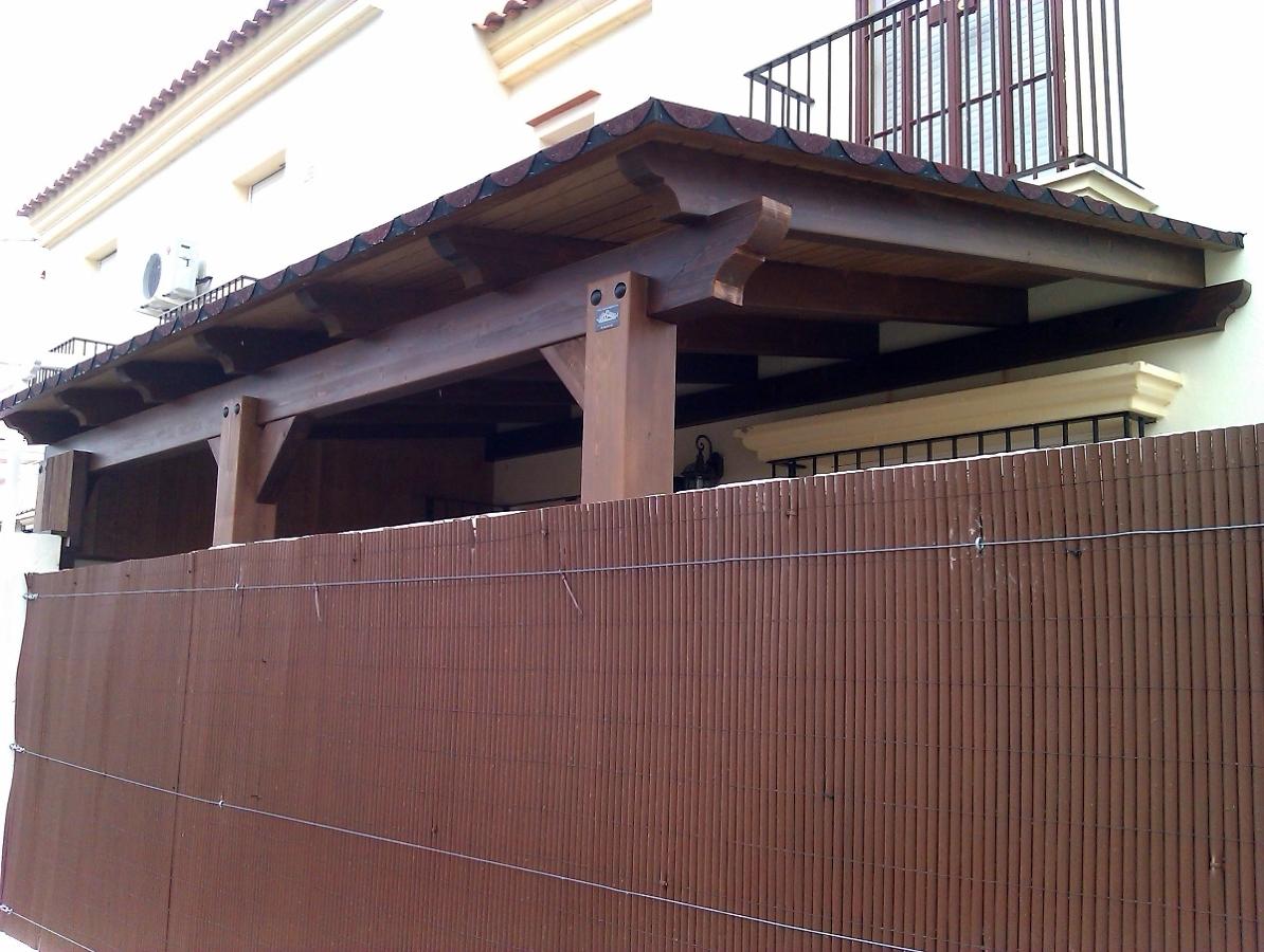 Pergola de madera en unifamiliar