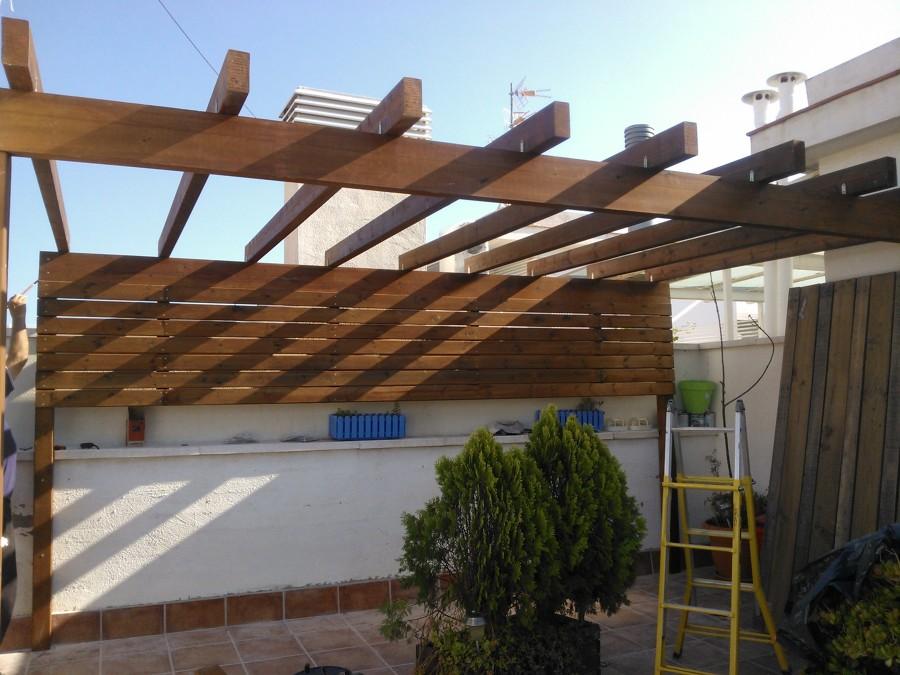 Foto pergola de madera de construcciones y reformas - Pergolas de madera en sevilla ...