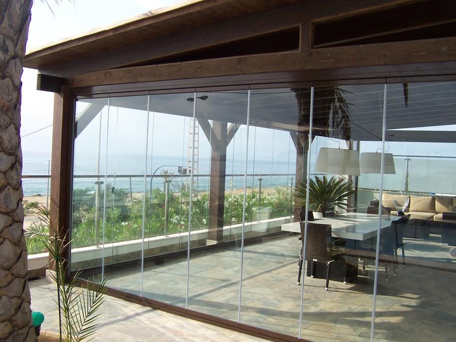 Foto pergola madera y cortina de cristal de construcciones y reformas dinomar s l 795583 Pergolas de cristal