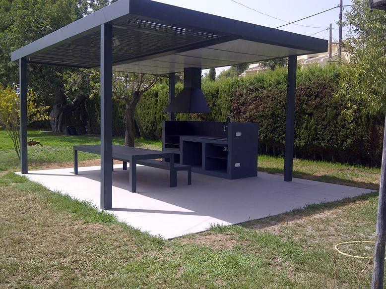 Foto p rgola y barbacoa en la eliana de espacios y for Garajes quinchos