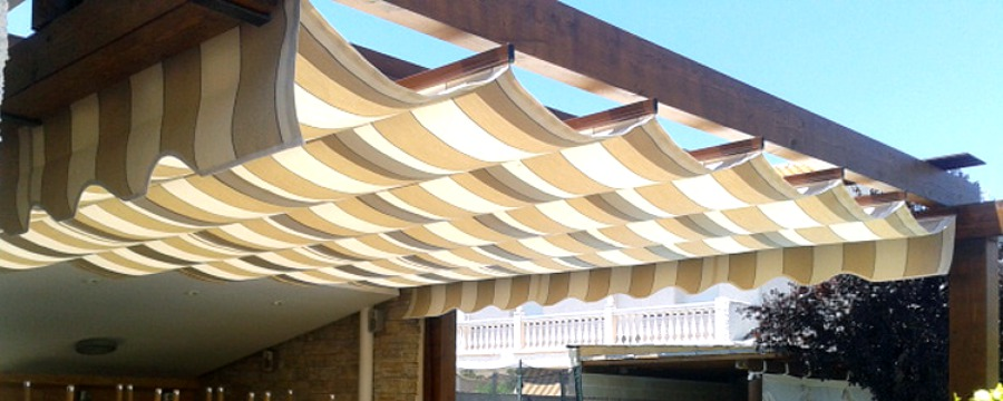 Foto p rgolas de aluminio imitaci n madera de toldos - Pergolas de aluminio para jardin ...