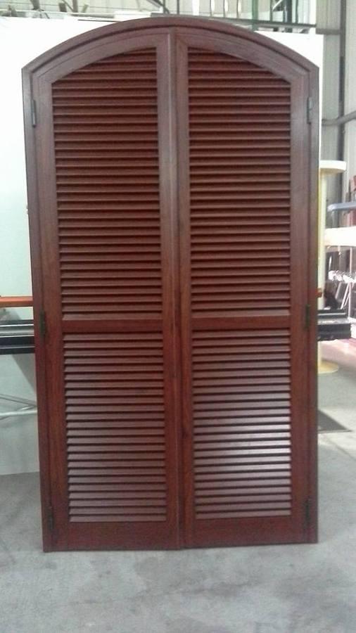 Persiana mallorquina color madera