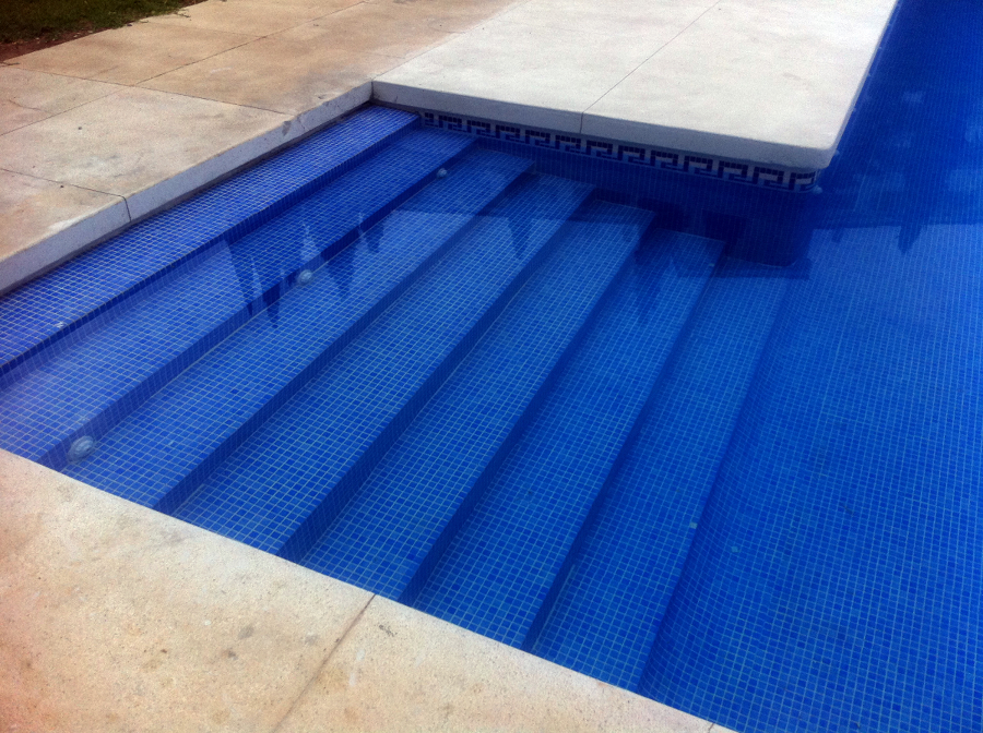 Foto piedra artificial piscina sucia de stonecare 241079 for Piedra artificial para piscinas