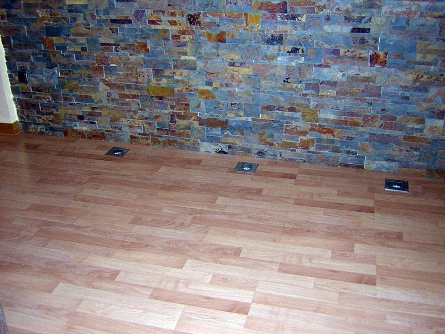 Foto piedra decorativa y tarima con alumbrado de - Piedra decorativa para paredes ...