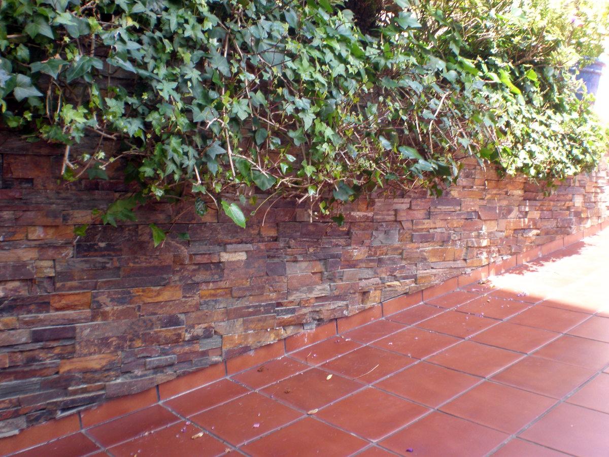 Foto piedra natural sobre muro de corema construcciones - Muro de piedra natural ...