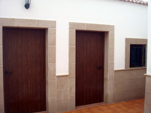 Foto piedra zocalo casa rural jaen de auradecora 299359 for Zocalos para garajes