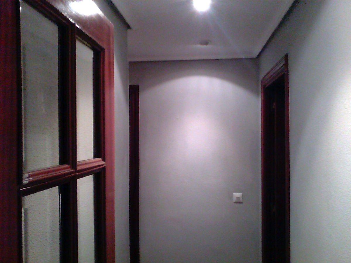 Foto claro de pintura decorativa - Papel pintado blanco y gris ...