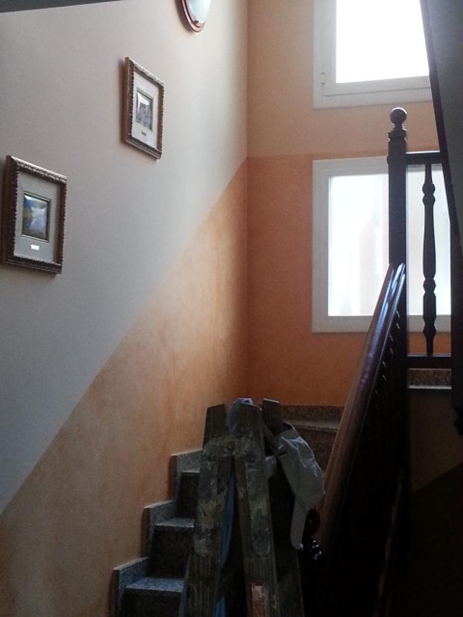 Foto pintar escalera con z calo en veladura cenefa de pinturas vico 659014 habitissimo - Zocalos para escaleras ...
