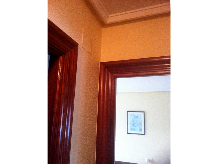 Detalle de pintura en pasillo