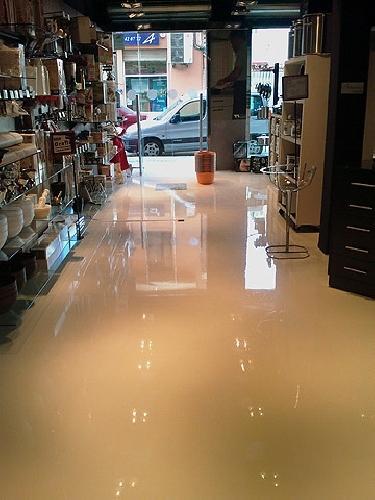 Foto pintar suelo de tienda de dscolor 133650 habitissimo - Pintura para suelo ...
