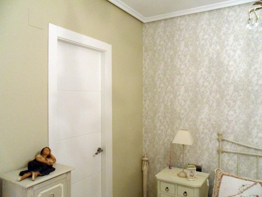 Foto pintura a juego con papel pintado de pedro rodriguez for Papel pintado coruna
