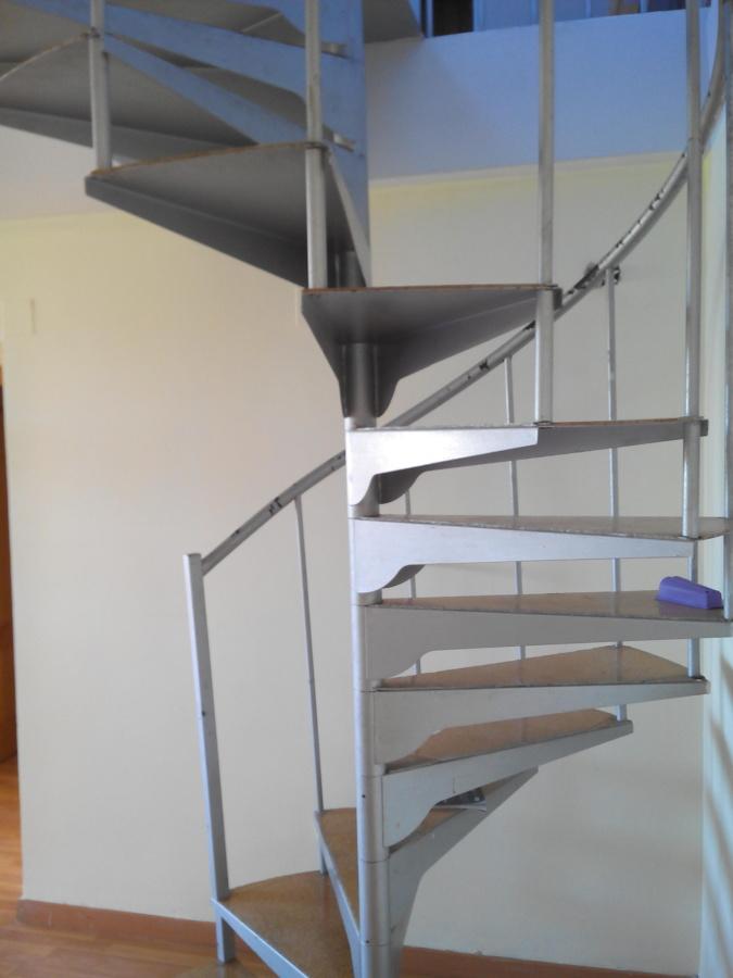 Foto pintura de escalera de servicios y reparaciones - Pintura para escaleras ...