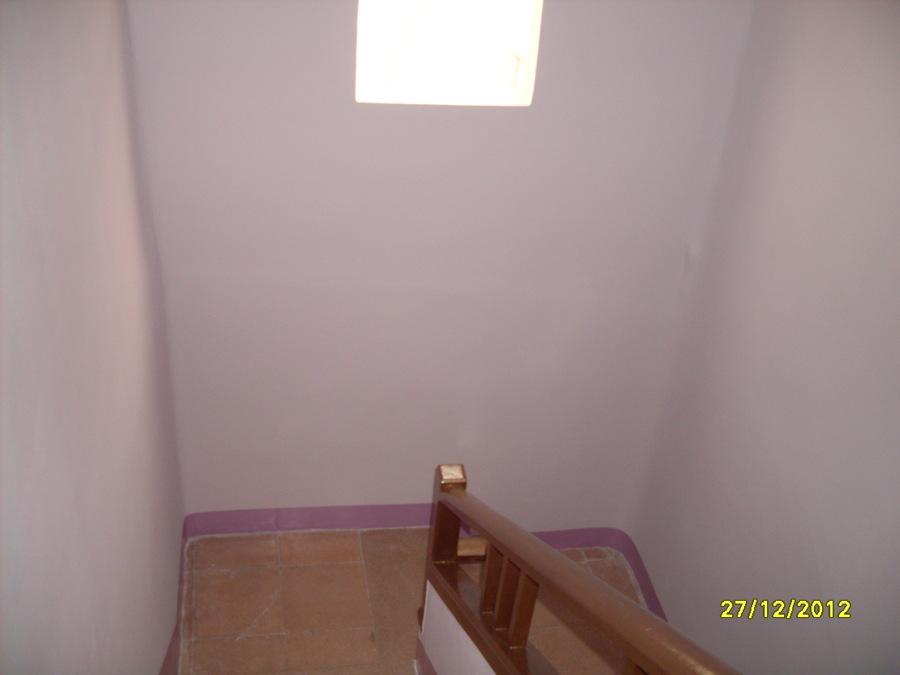 Foto pintura de escalera de conspin 710969 habitissimo - Pintura para escaleras ...