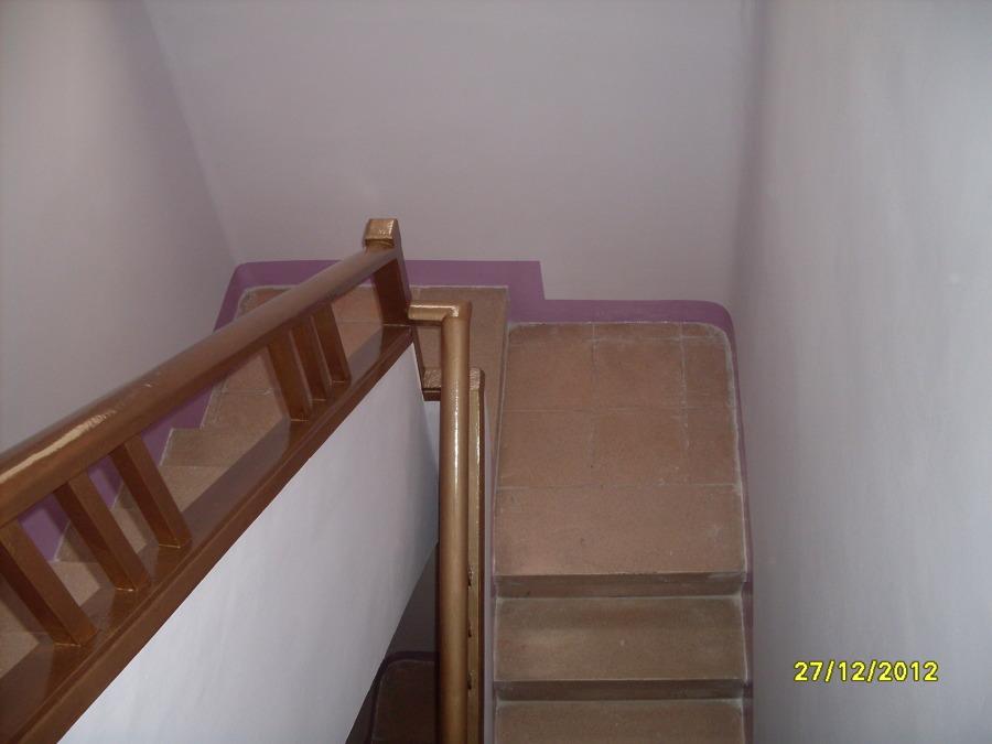 Foto pintura de escalera de conspin 710970 habitissimo - Pintura para escaleras ...
