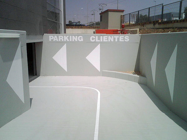 Pintura de señalización en garaje