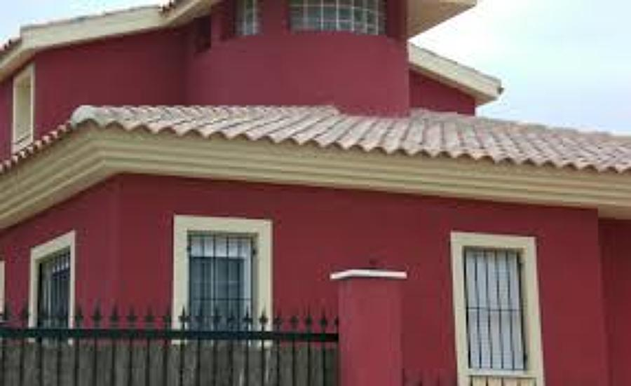 Foto pintura exterior chalet urb pino grande sevilla for Casa villa decoracion exterior fachada