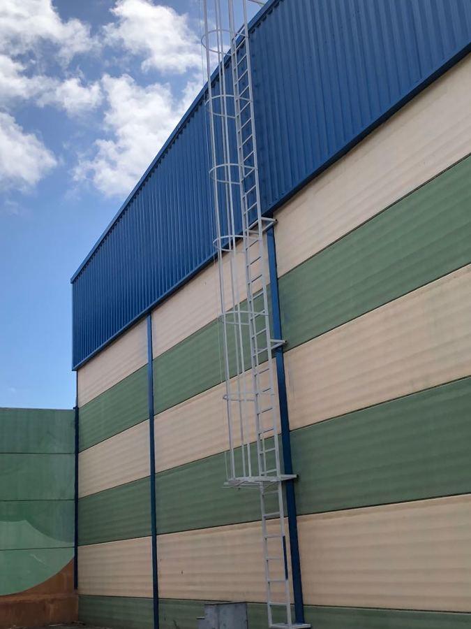 pintura exterior nave industrial escalera .JPG
