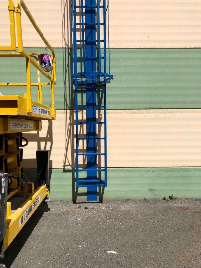 pintura exterior nave industrial escalera 3.JPG