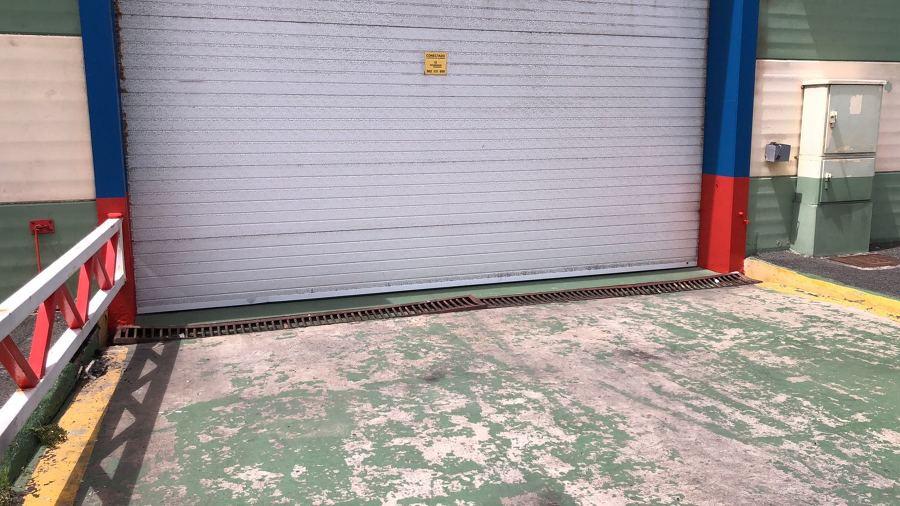 pintura exterior nave industrial marco entrada .JPG