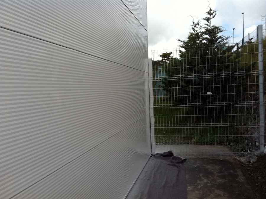 Foto pintura fachada de flavius gosav 385675 habitissimo - Escalera piscina decathlon ...