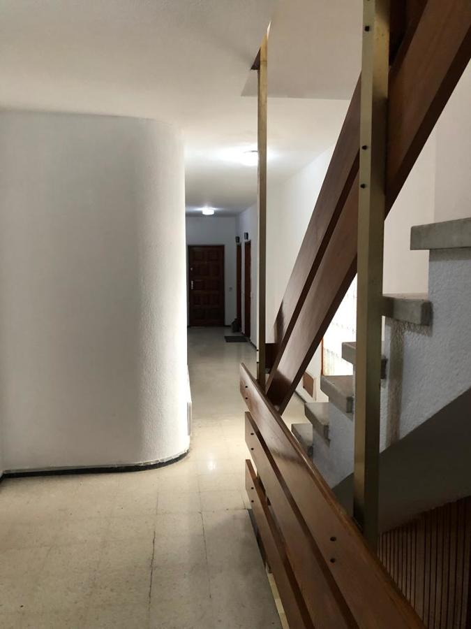 pintura interior caja de escalera edificio 3.JPG