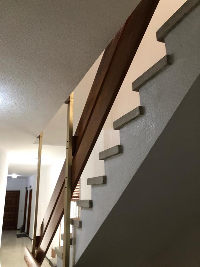 pintura interior de caja escalera edificio 2.JPG