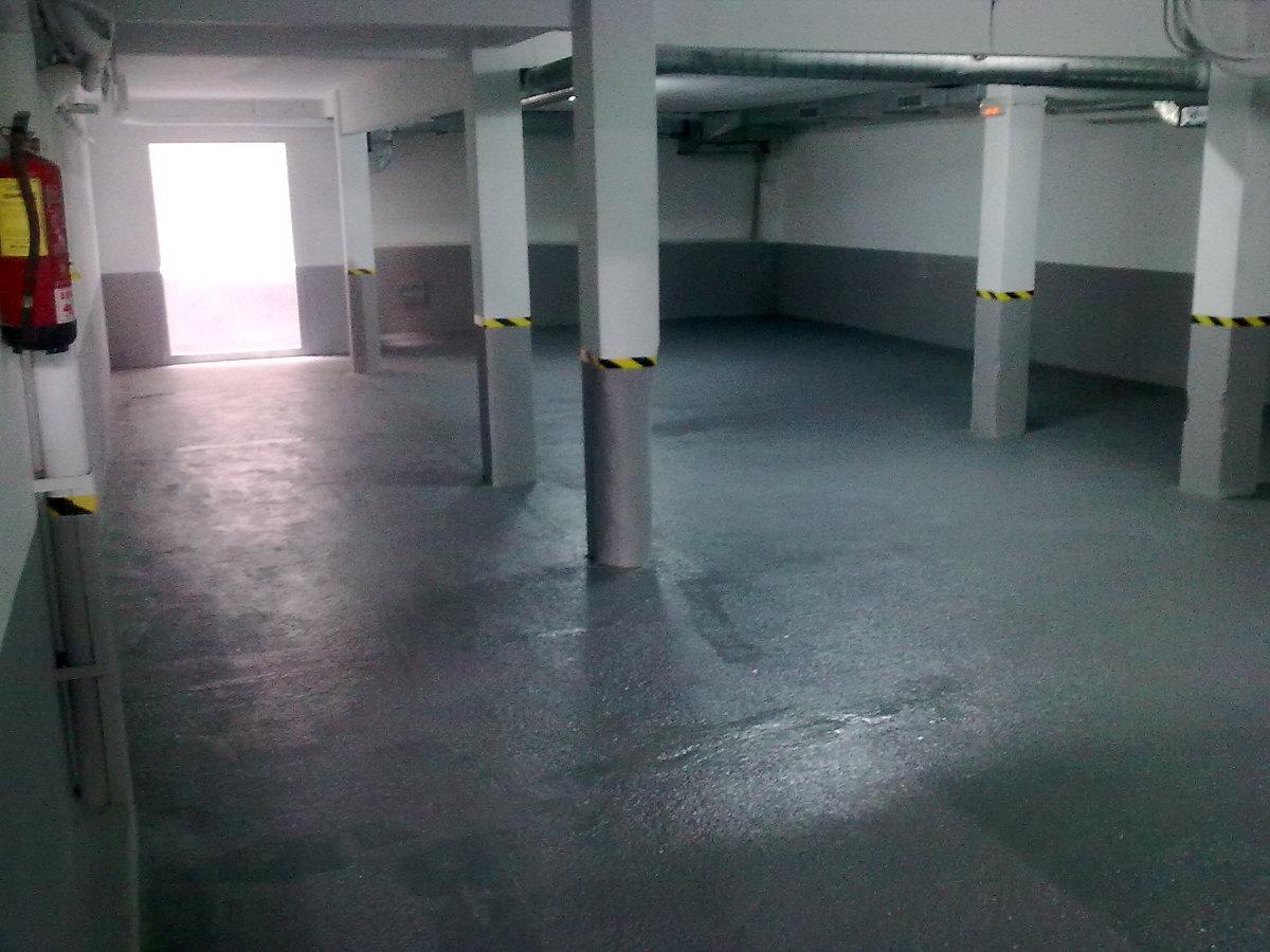 Foto pintura parking comunidad de mondabi 182857 for Pintura suelo parking