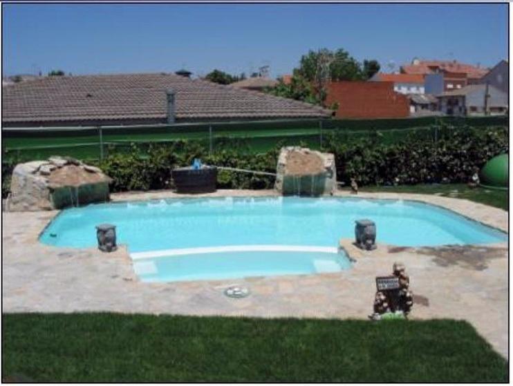Foto piscina 2 cascadas y spa de lallana pol 409519 - Piscinas y spas ...