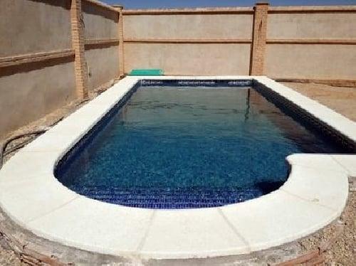 Foto piscina 7 x 3 m con medio punto y escalera de obra for Escaleras para piscinas de obra