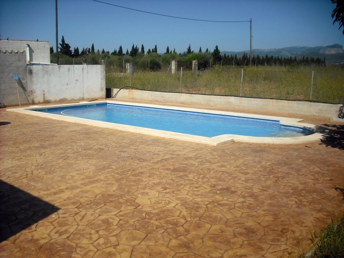foto piscina 8 x 4 con escalera romana y terraza de On piscina 8 por 4