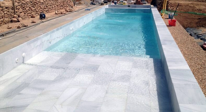 Foto piscina blanco macael de marmoleria cruz 380719 - Piscina gresite blanco ...