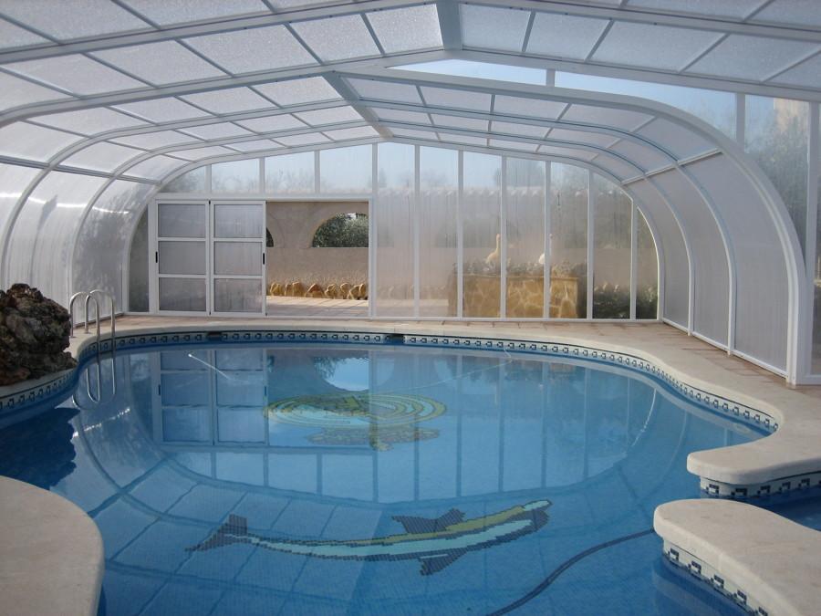 Foto piscina con cubierta de tupiscina 684790 habitissimo for Piscina cubierta zaragoza