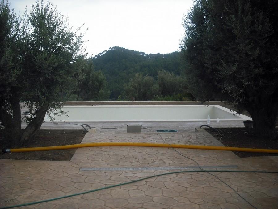Foto piscina con gresite blanco y terrazade hormigon - Piscina gresite blanco ...