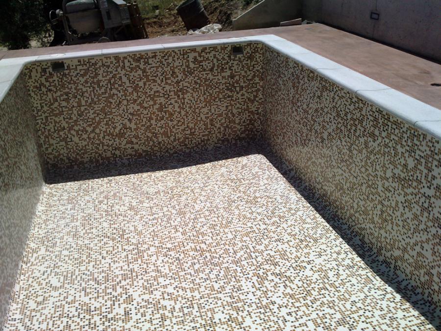 Foto piscina con gresite difuminado de piscinas el for Gresite para piscinas precios