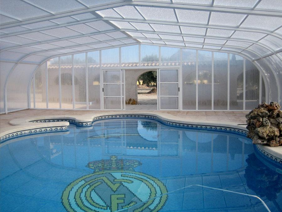 Foto piscina con hidromasaje cubierta de piscinas for Piscina con cubierta