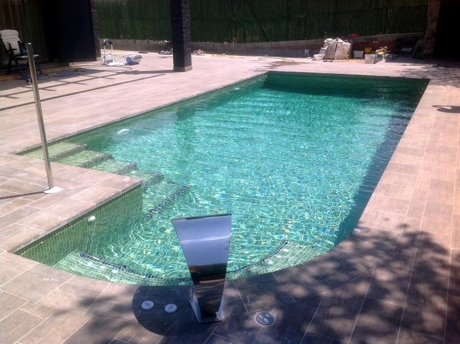 Foto piscina con jacuzzi integrado de piscinas hidromatic for Piscinas con jacuzzi incorporado